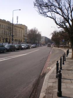 U ulici Nowolipki u Varšavi, na broju 68, nakon Drugog svjetskog rata pronađena je dokumentacija o životu i smrti u židovskom getu. Materijale su prikupljali brojni intelektualci predvođeni povjesničarem Emmanuelom Ringelblumom.