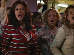 Catherine Zeta-Jones u ulozi Patricie koja se bori protiv rock glazbe