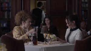 Alex Kingston kao Naomi Shropshire